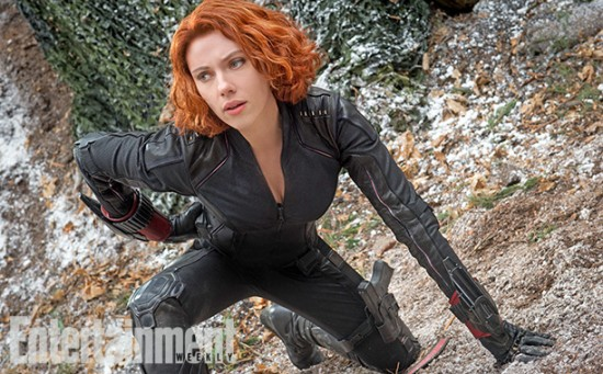 Avengers 2 Black Widow crouching