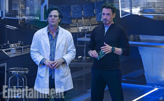 Avengers 2 Bruce and Tony in a lab